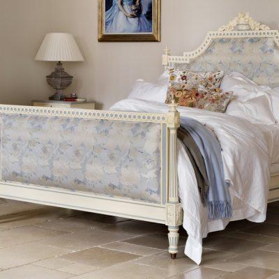 Кровать для спальни рококо
