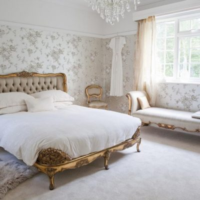 Небольшая спальня в стиле рококо