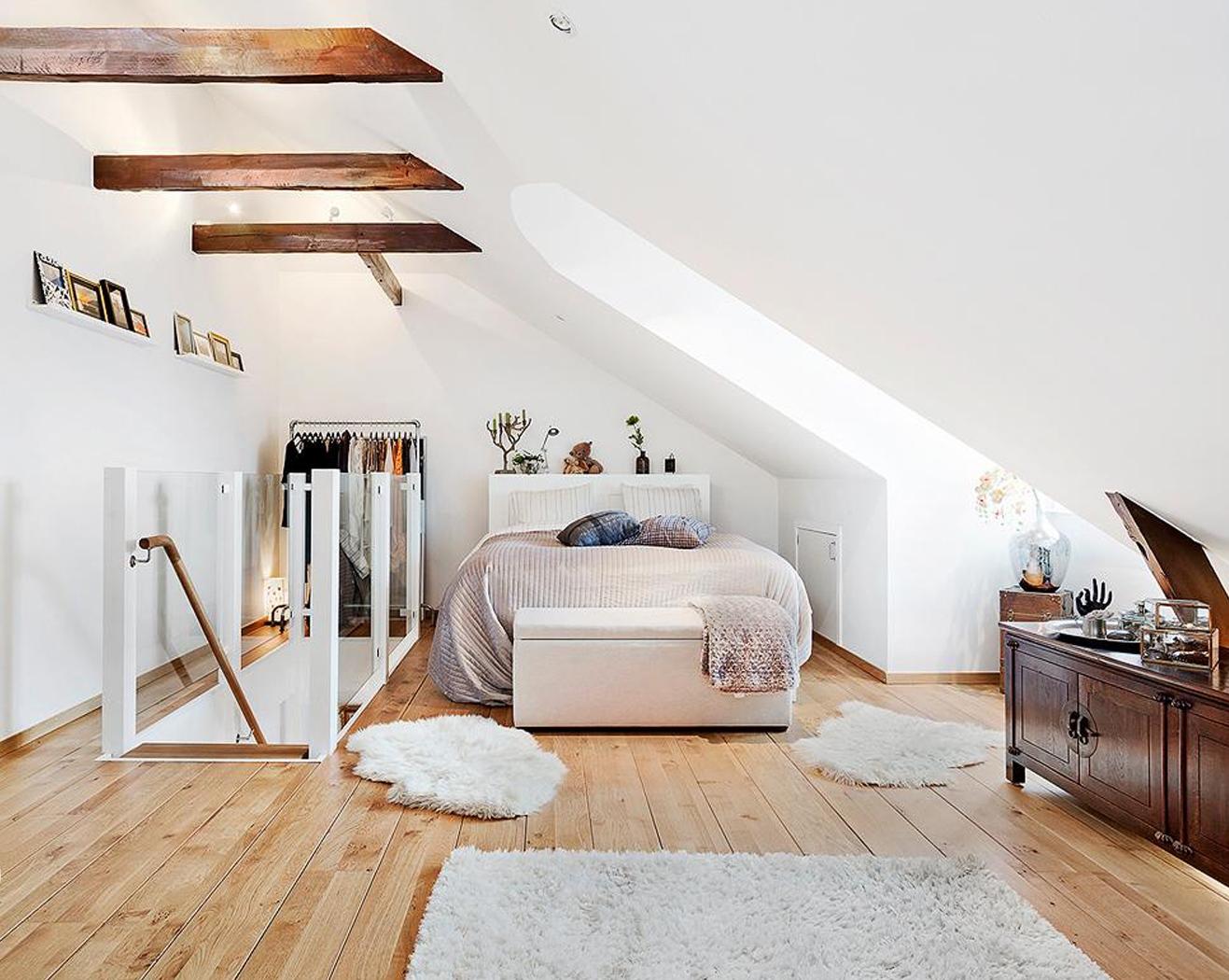 Спальня в скандинавском стиле на мансарде,