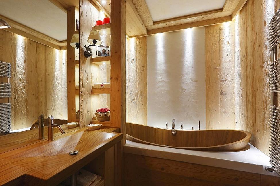 В деревянной ванной необходимо установить хорошую вентиляцию