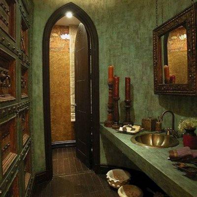 Зеленая ванная в средиземноморском стиле