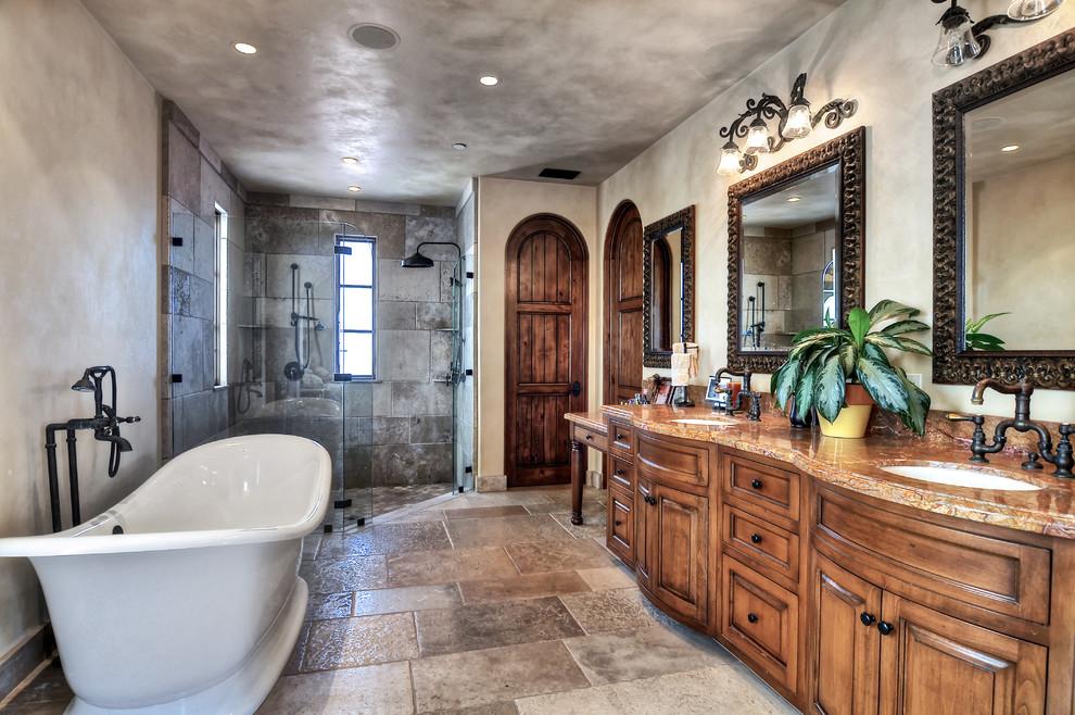 Ванная с деревянной массивной мебелью