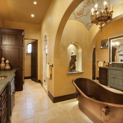Роскошная ванная в средиземноморском стиле