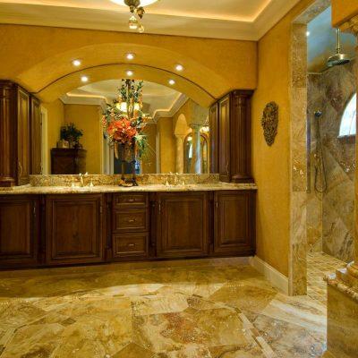 Шикарная ванная в средиземноморском стиле