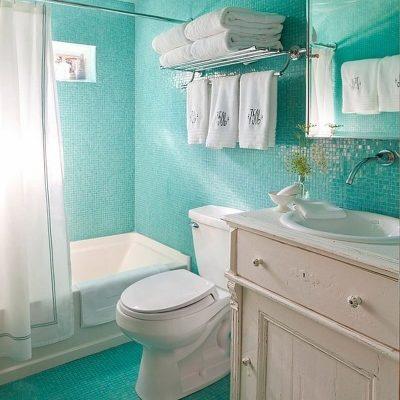 Голубая ванная в морском стиле