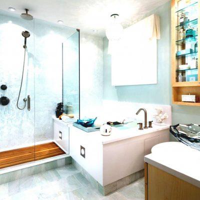 Светлая ванная в морском стиле