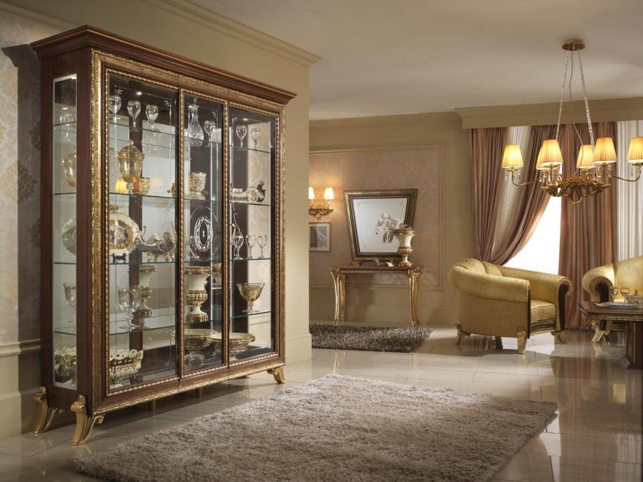 Уютная гостиная с витриной на фото