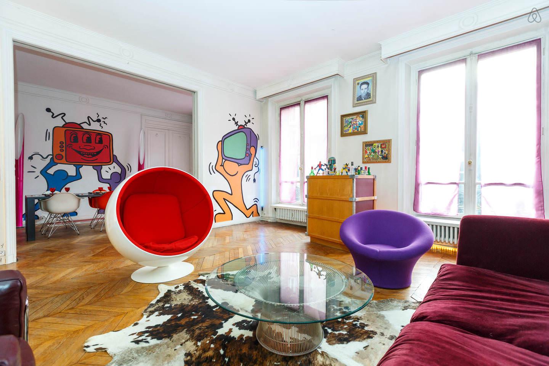 Мебель необычных форм в интерьере в стиле поп-арт