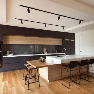 Кухня с ламинатом