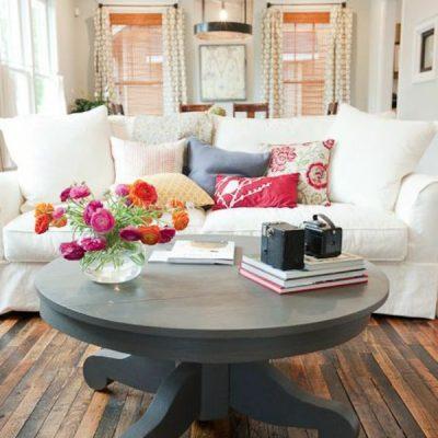 Круглый журнальный столик в гостиной по фен-шуй
