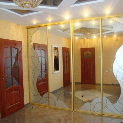 Дизайн комнаты с зеркалом