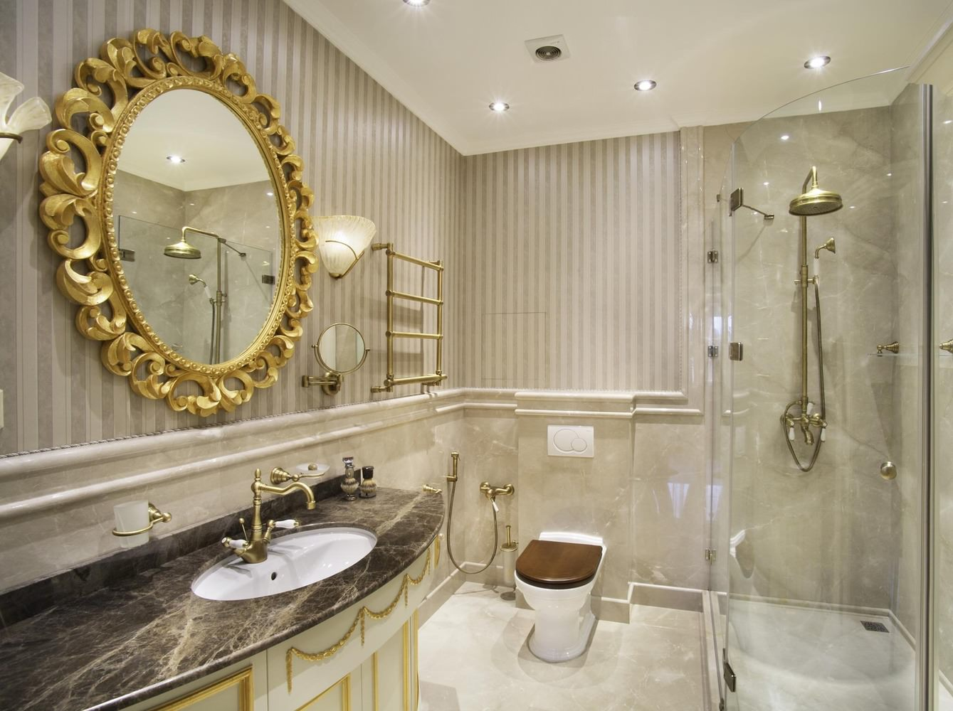 Дизайн ванной в классическом стиле с душевой кабиной
