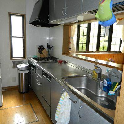Узкая кухня на фотографии