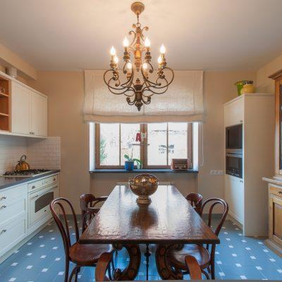 Интерьер столовой зоны и кухни