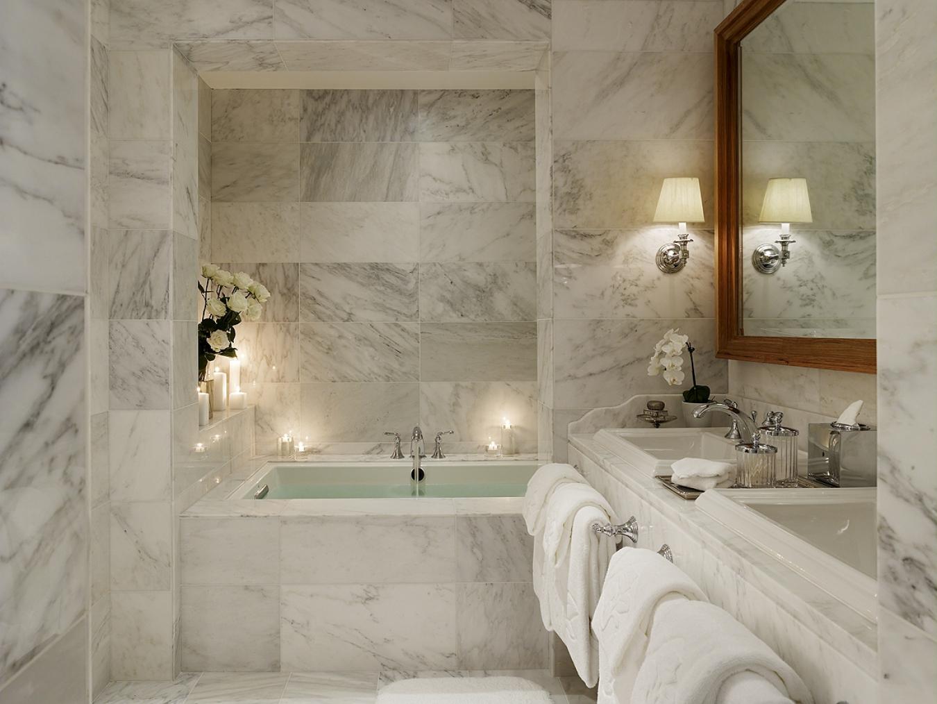 Интерьер ванной комнаты в классическом стиле картинка