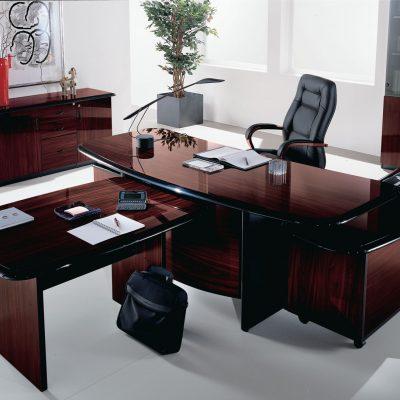 Стильный кабинет босса