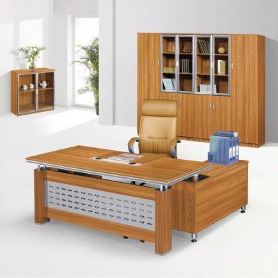 Набор мебели в деревянном стиле