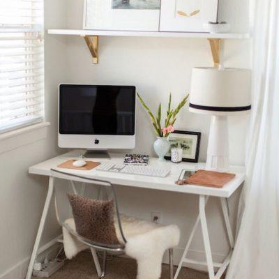 Миниатюрный кабинет с компьютером