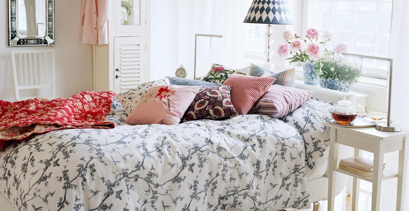 Картинка спальни в стиле кантри