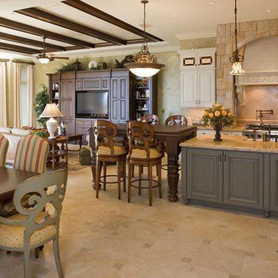 Множество стульев на кухне