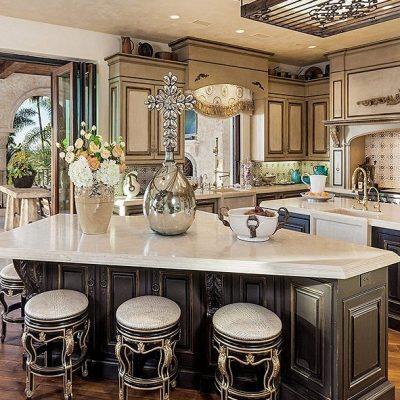 Мебель светлых тонов на кухне