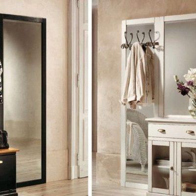Зеркало в прихожей комнате