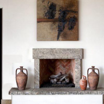 Глинянные горшочки в интерьере гостиной