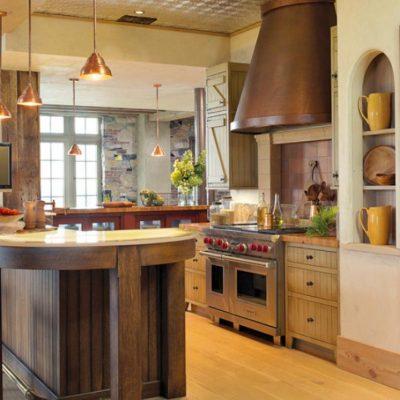 Обратите внимание на цветовую гамму деревенской кухни
