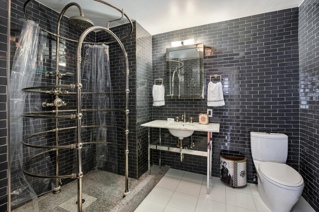 Темно-серая плитка для ванной в стиле лофт