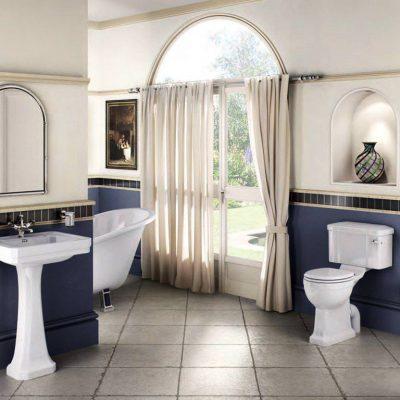 Бело-голубая ванна в викторианском стиле