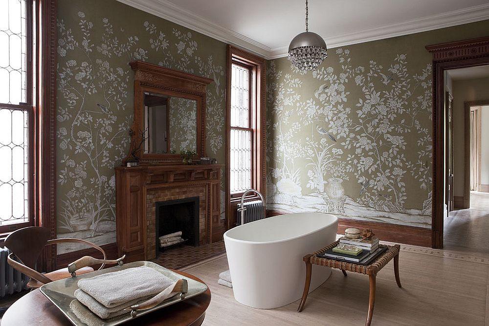 Камин в ванной комнате в викторианском стиле