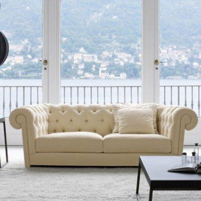 Белый диван на фото