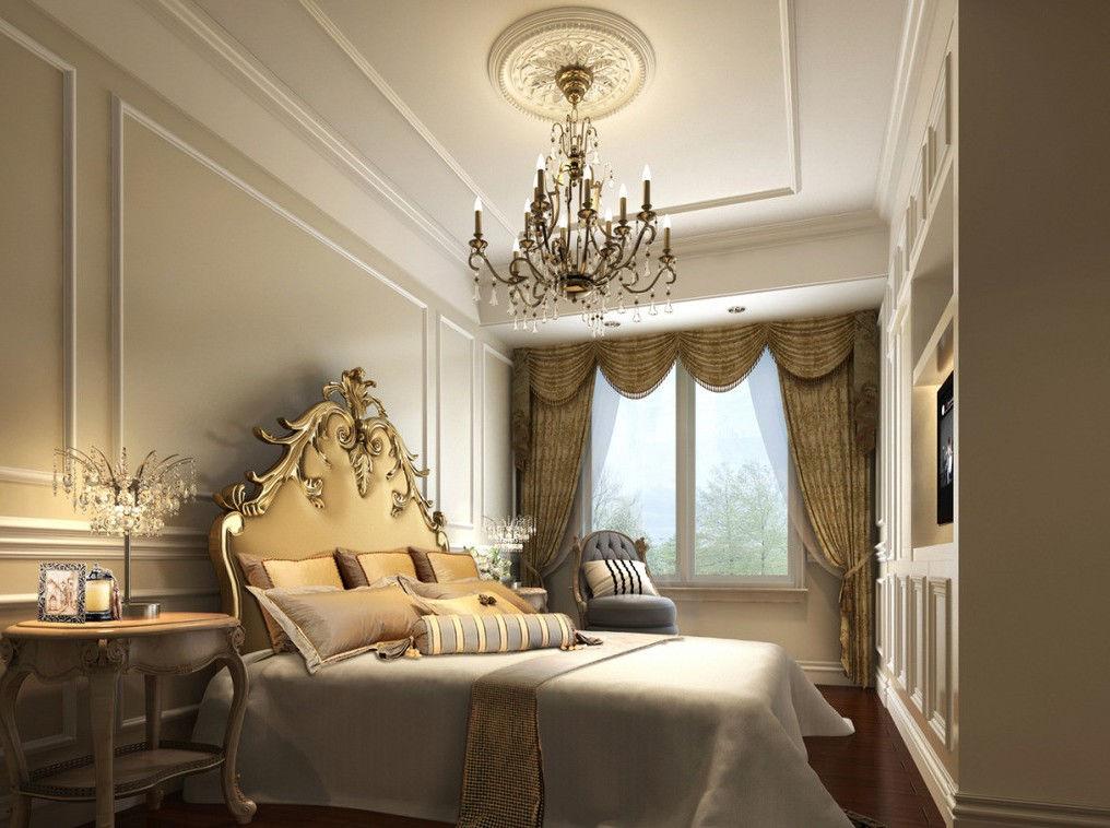 Если в спальне высокие потолки, то в комнату чудесно впишется роскошная люстра в лучших традициях стиля барокко