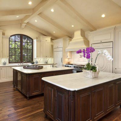 Светлое оформление кухни
