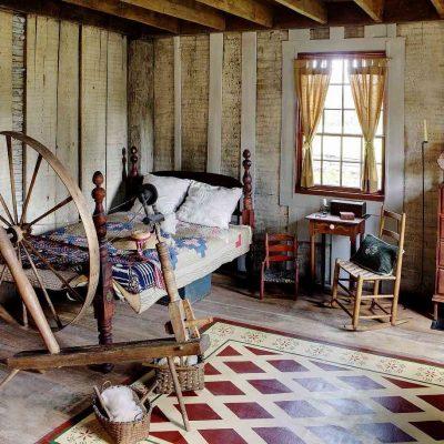 Деревенский колорит в спальне в деревенском стиле