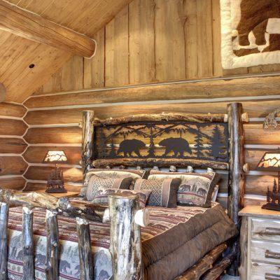 Дизайнерская кровать в стиле рустик