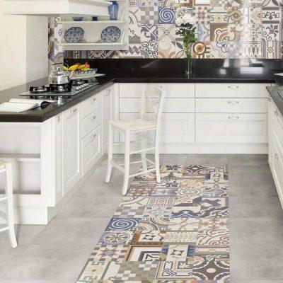 Оформление стен и пола в стиле пэчворк на кухне
