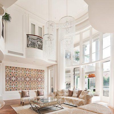Люстра в стиле модерн для высоких потолков