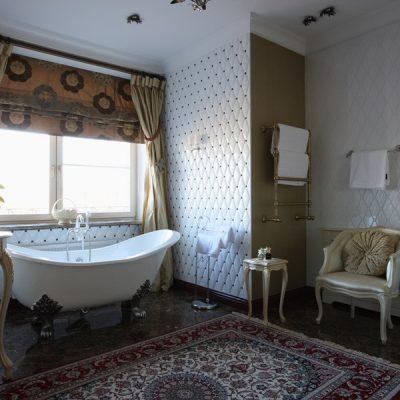 Драпировка стен ванной в викторианском стиле