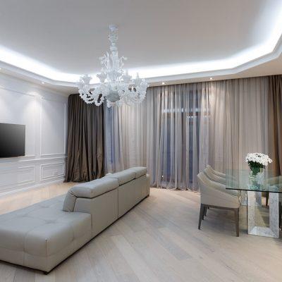 огромный дизайн в гостиной
