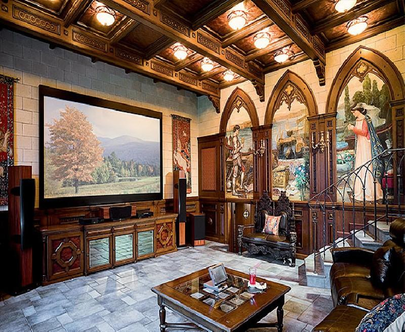 Фрески в гостиной в готическом стиле