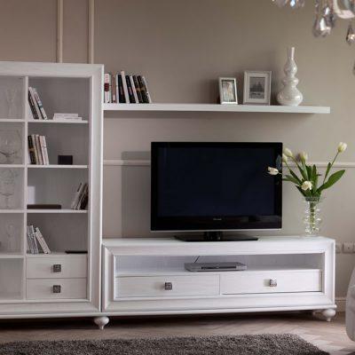 Корпусная мебель в гостиной комнате
