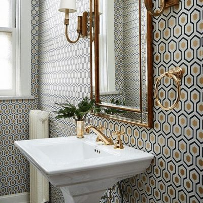 Геометрические обои в ванной в стиле ретро