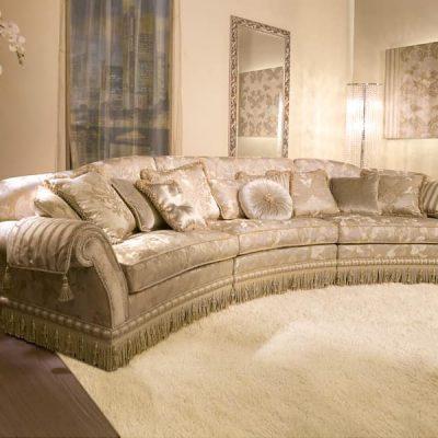 Полукруглый мягкий диван