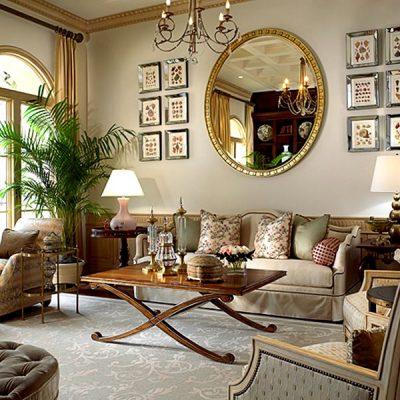гостиная с декорациями в классическом стиле