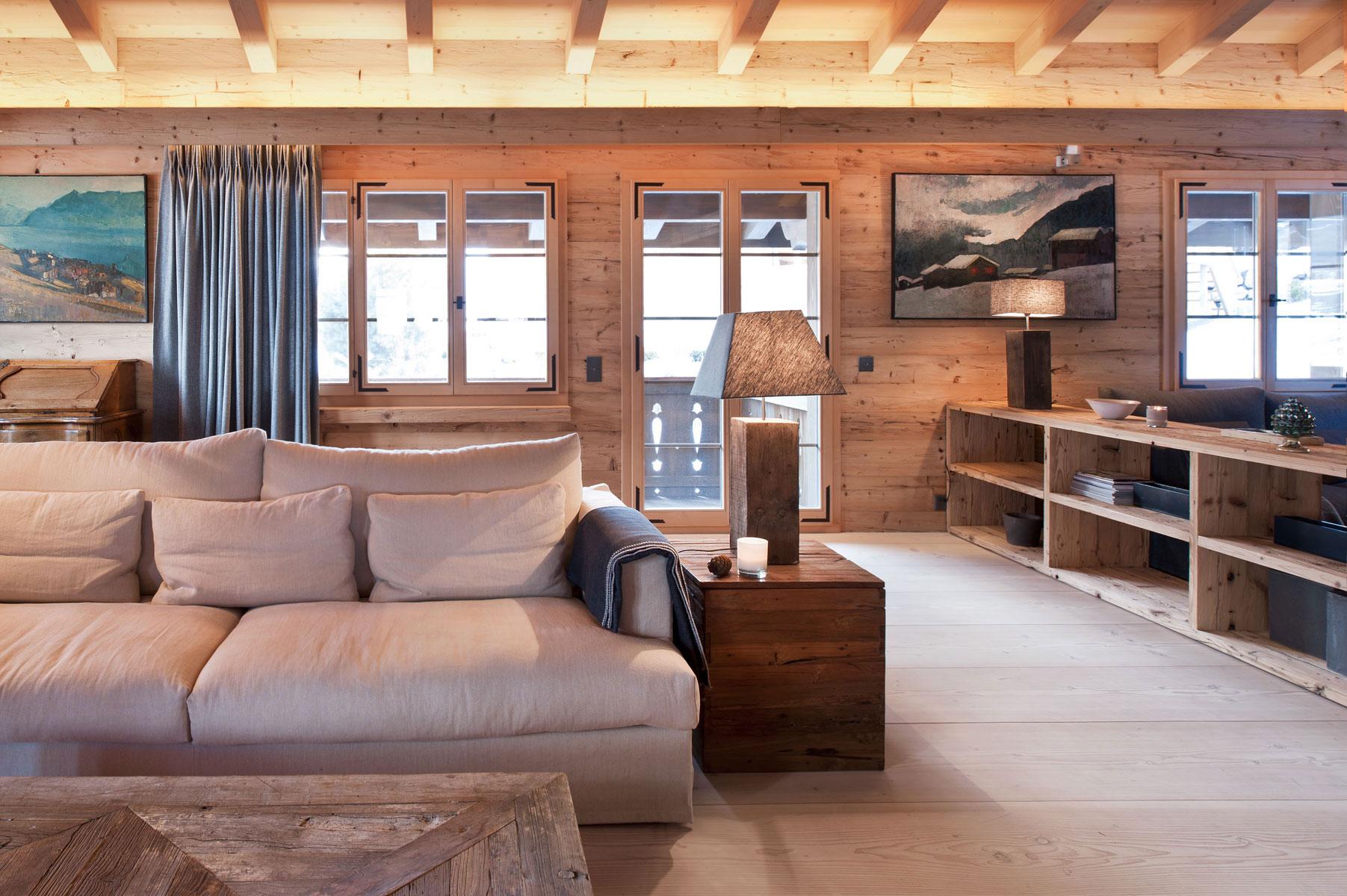 Изначально шале - это французский домик в горах, который отличается простотой, добротностью и уютом