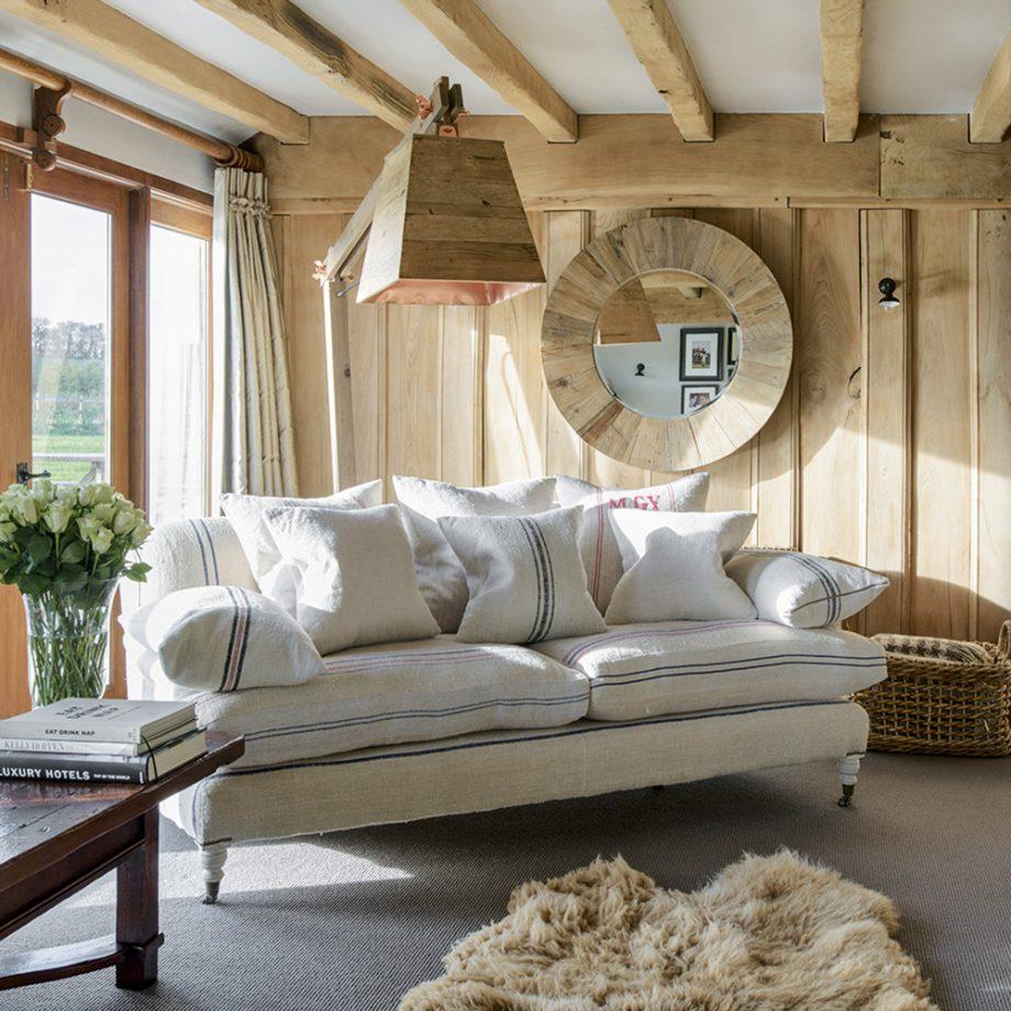 Необычно и в то же время уютно выглядят самые обычные передметы, если они выполнены или декорированы деревом