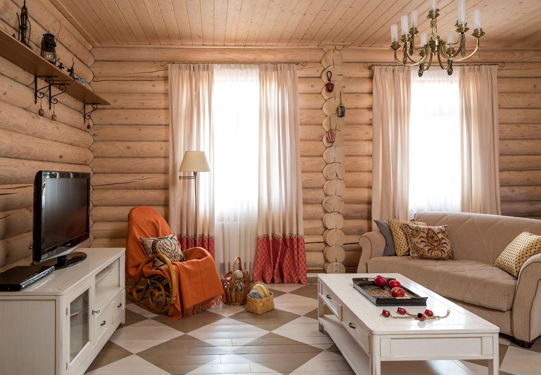 При создании интерьера гостиной в деревенском стиле используют теплые и светлые цвета