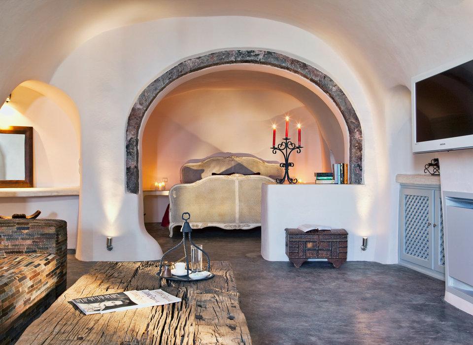 Средиземноморская гостиная, совмещенная со спальней