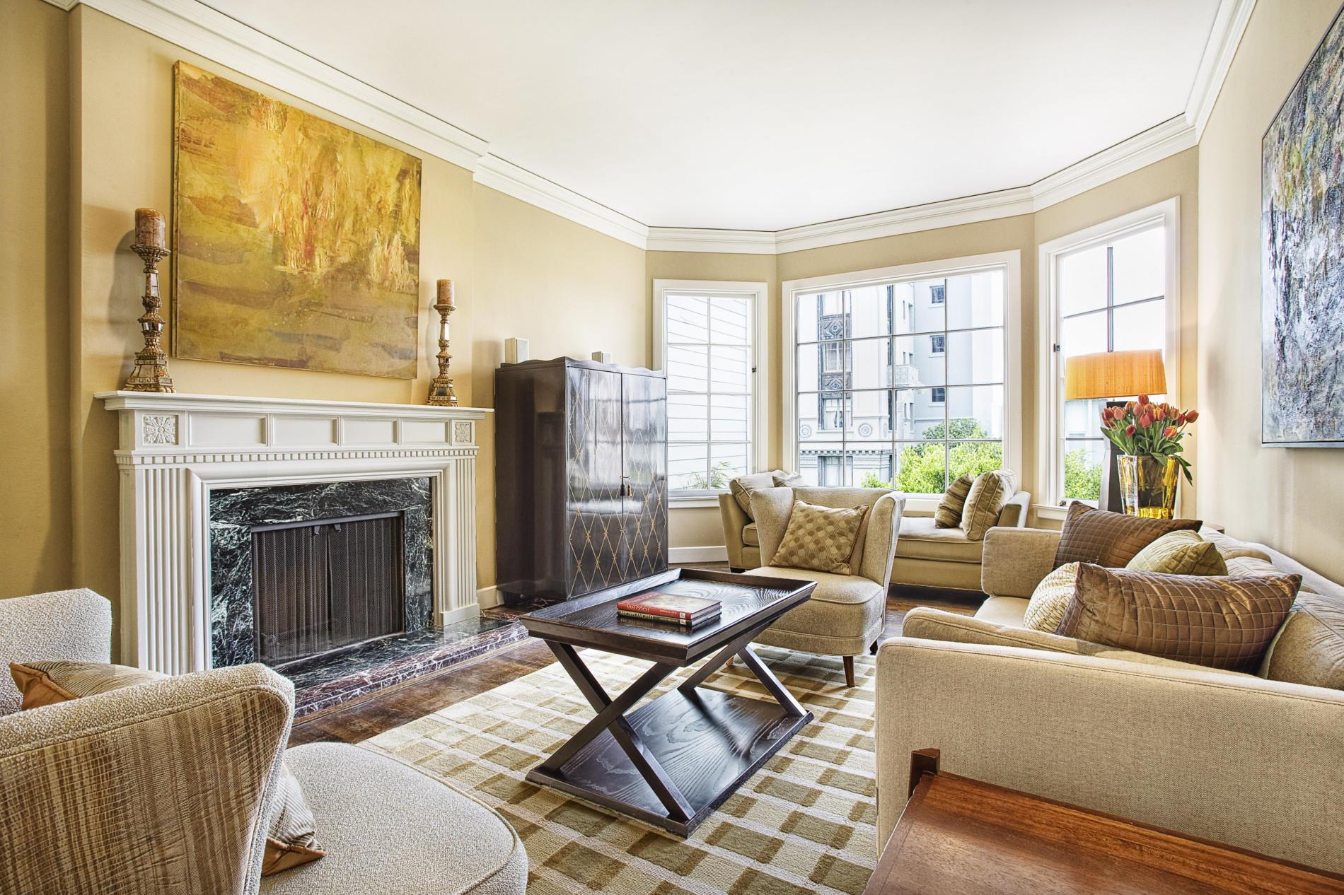 Традиционно гостиную обставляют мягкой мебелью